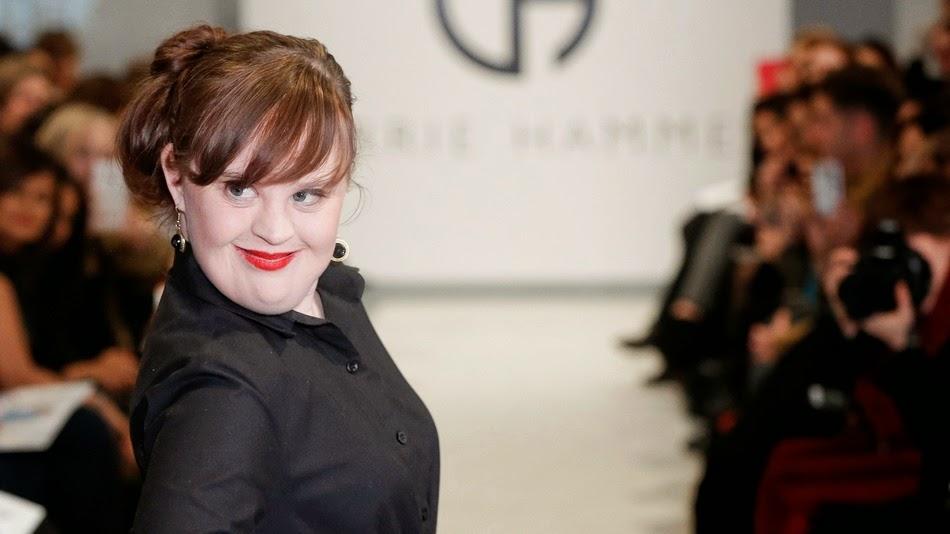 Resultado de imagen para La modelo con Síndrome de Down que logró vencer las barreras de la moda.
