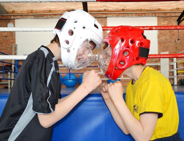 Przygotowanie do walk sparingowych. W SKF BOKSING zawsze bezpiecznie!