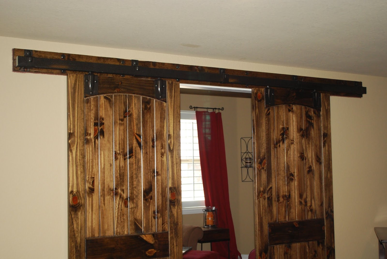 Barn door hardware barn door hardware for interior doors for Barn door pictures