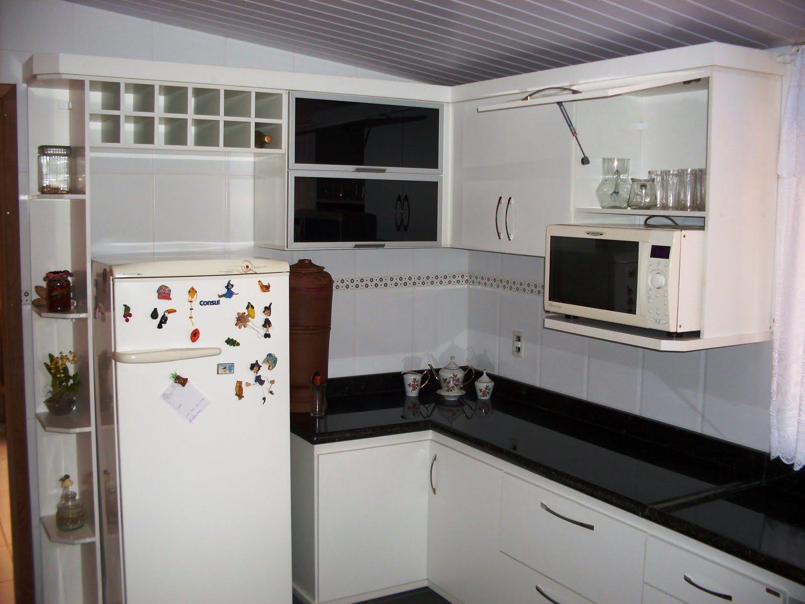 Cozinhas planejadas feita em MDF 15mm com portas de vidro na cor preta  #5F4B41 1600 1200