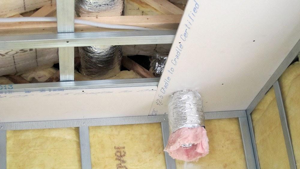 construire en bois au pays de la pierre bleue installation des gaines de ventilation. Black Bedroom Furniture Sets. Home Design Ideas