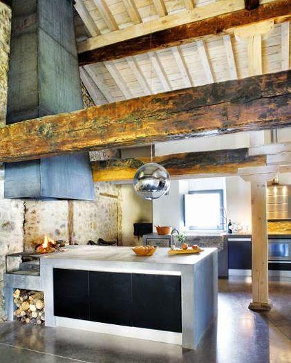 las vigas de madera era parte esencial de la estructura de una casa pero con el tiempo el material para la construccin de viviendas a
