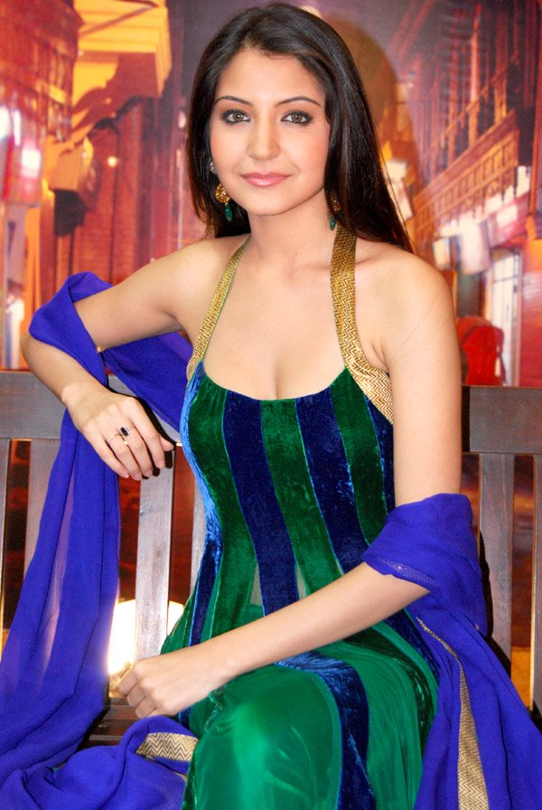 Anushka Sharma Hot Saree, Anushka Sharma in Saree,