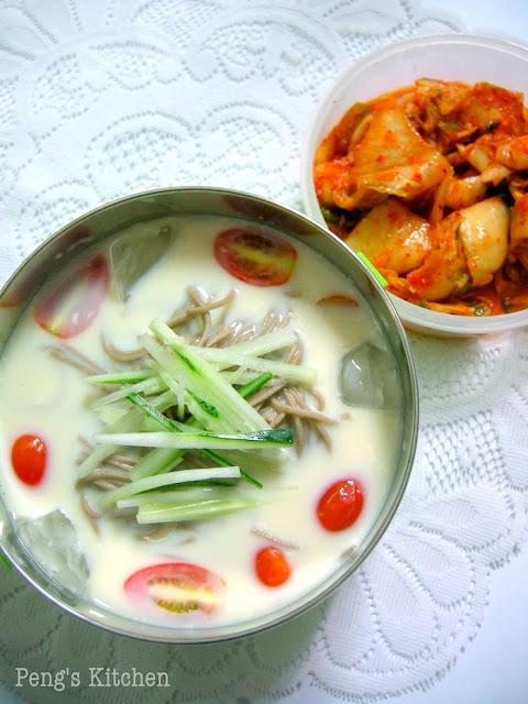 kongguksu 콩국수 (cold soy milk noodle soup)