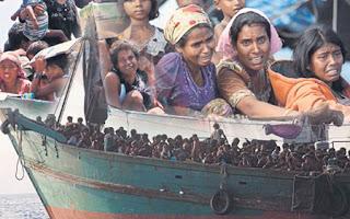Người di cư Bangladesh chen chúc nhau trên 1 con thuyền vượt biển sang Đông Nam Á