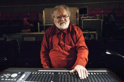 Pierre Henry en el studio Son-Ré de su casa e París en 2008
