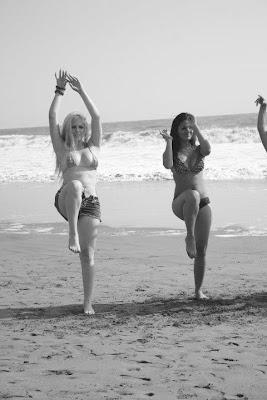 Yolanda Medina Katty Garcia Geraldine Ginocchio Emily Vargas annabel torres Alma Bella al desnudo! Ensayando sus bailes en la playa!!