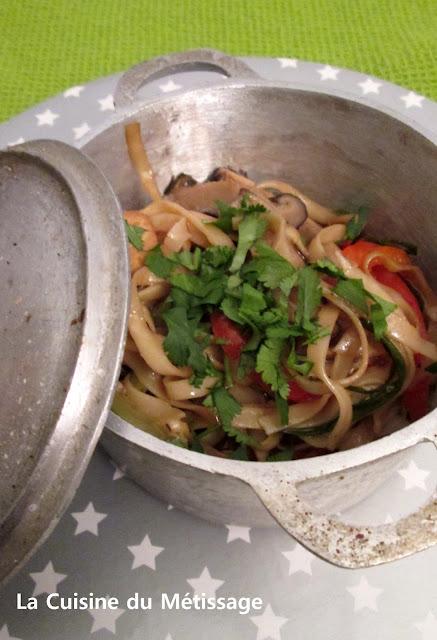 nouilles sautées au tofu légumes et sauce d'huîtres