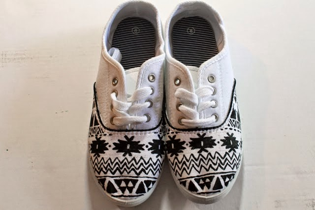 Diy shoes designs Customized We Love Painting Canvas Shoes Do You Like To Customize Your Shoes Via Punkprojects Diyselfy Bloggercom Diy Tribal Print Canvas Shoes Do It Yourself Ideas And Projects
