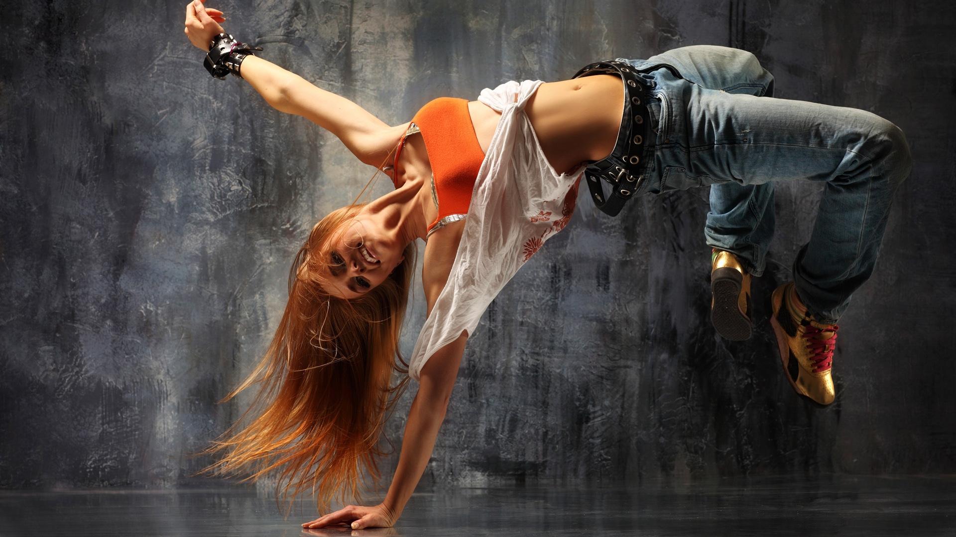 http://2.bp.blogspot.com/-4wX2OBgmFbA/UGdaaHsbYfI/AAAAAAAAK68/MWGPKqQI1Q4/s0/girl-breakdancing-1920x1080-wallpaper.jpg