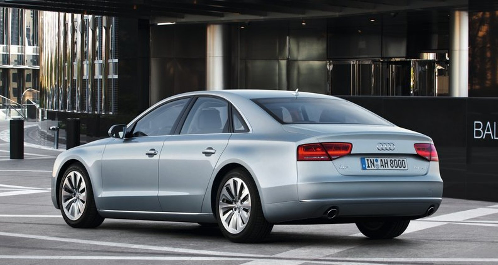 2013 audi a8 review and pictures. Black Bedroom Furniture Sets. Home Design Ideas