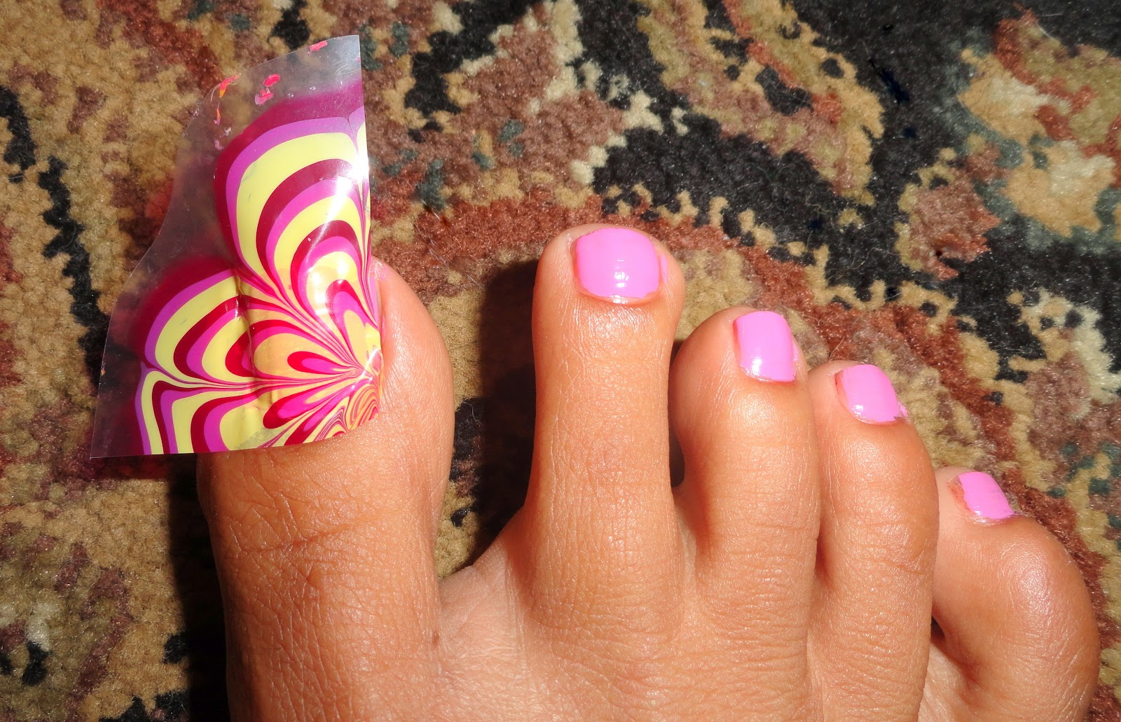 Fancy Schmancy Nails: Water Marbling for Toes?