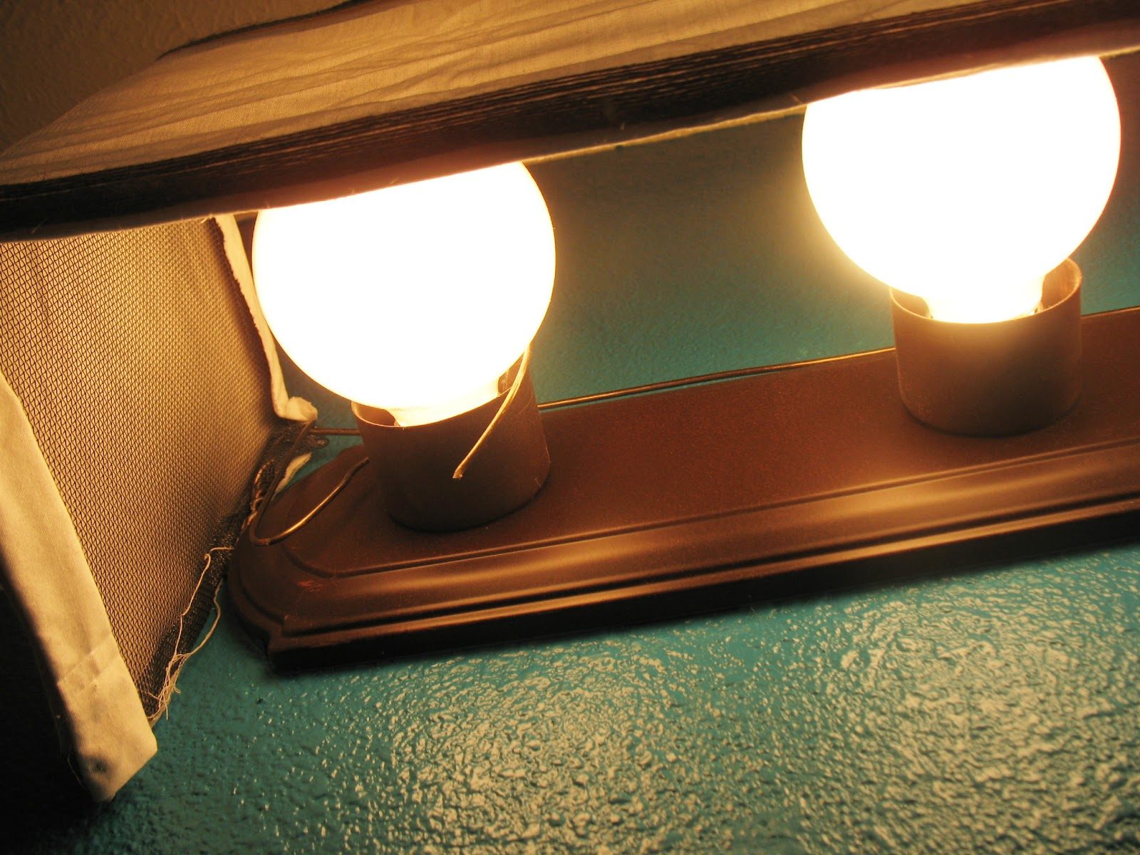 Vanity Light Makeover : Shoestring Pavilion: Bathroom mini makeover