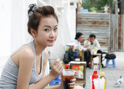 Angela Phuong Trinh sexy girl vietnam in SaiGon street Photo 3
