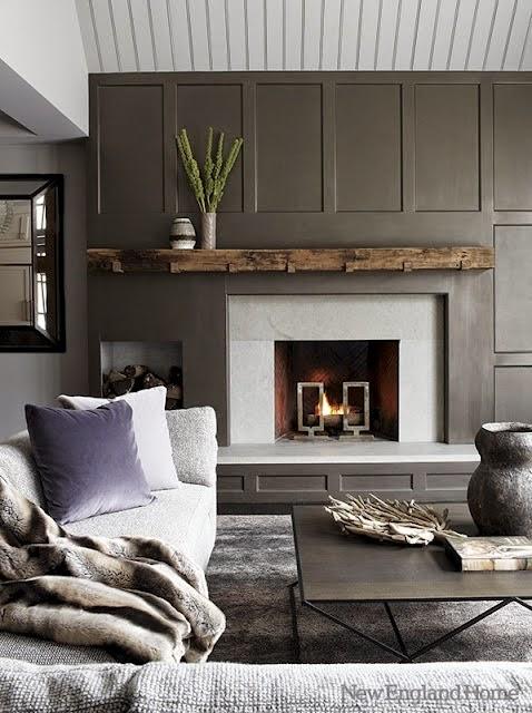 pared de chimenea revestida con panelado de madera