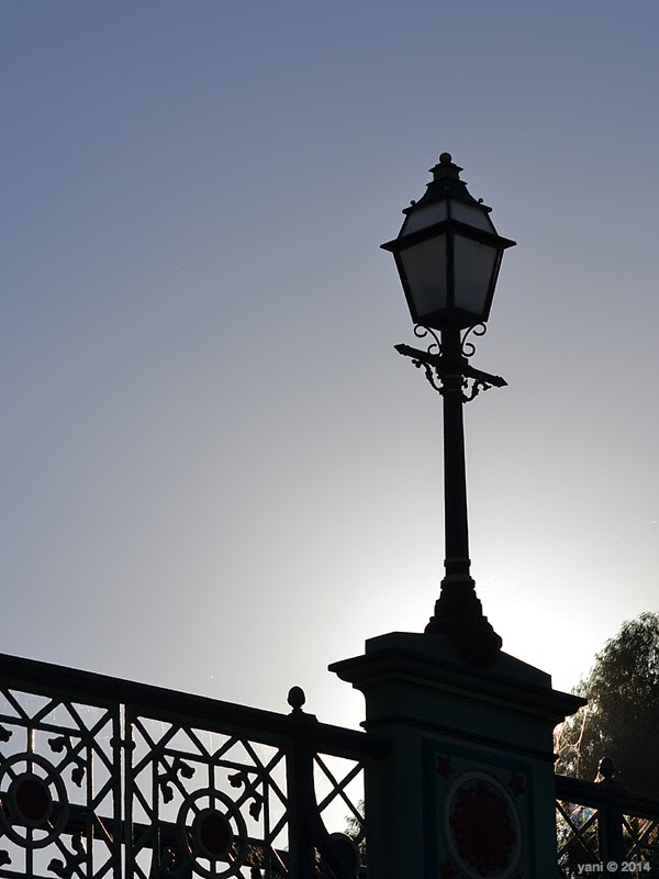 torrens bridge lamp