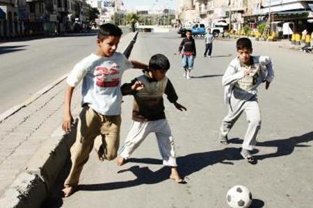 نتيجة بحث الصور عن أطفال يلعبون في الشارع