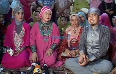 Foto-Foto Pernikahan Ustadz Solmet dan April Jasmine