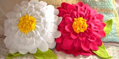 Подушечка-цветок к 8 Марта