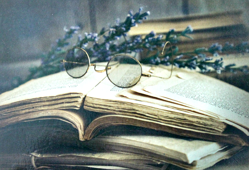 stare książki przechowywanie