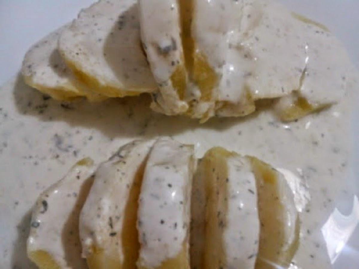 http://www.ladulzurademari.es/2014/05/patatas-con-salsa-de-yogur.html