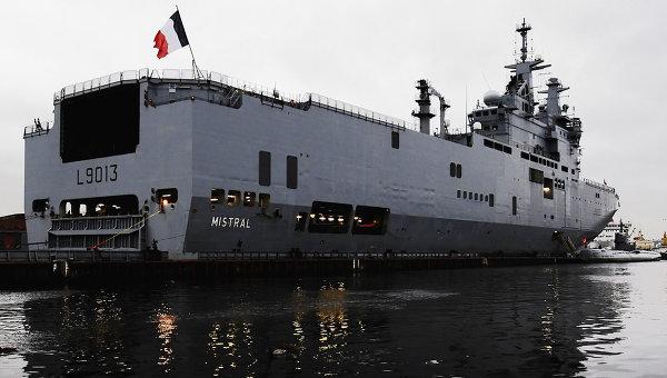 Francuski okret Mistral transportujacy helikoptery zakupiony przez Rosje
