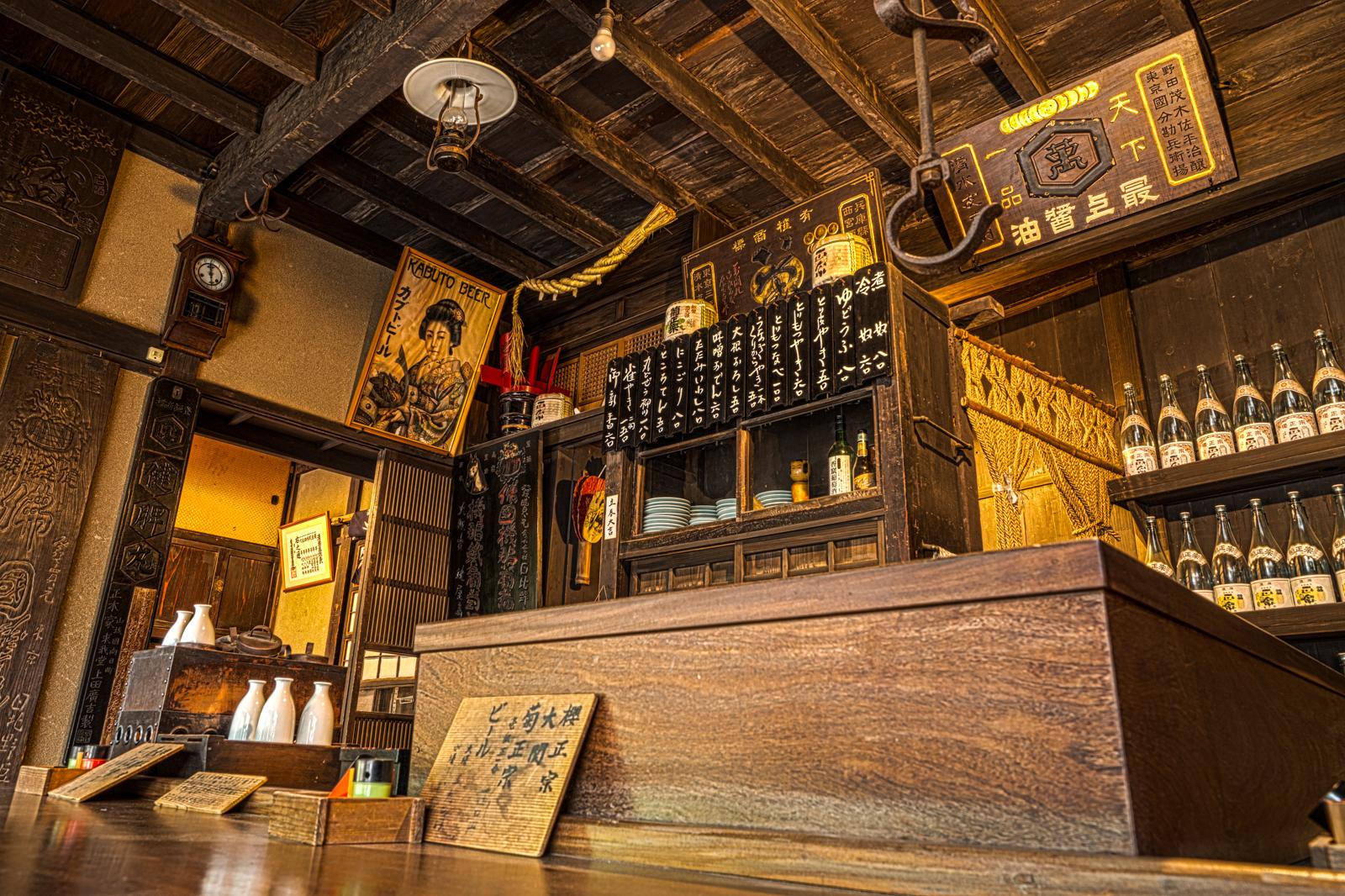 江戸東京たてもの園、鍵屋(居酒屋)店内のカウンター席から撮影したHDR写真