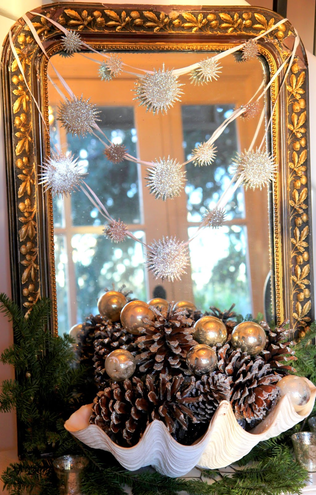 Italian gilt mirror with Star Garland