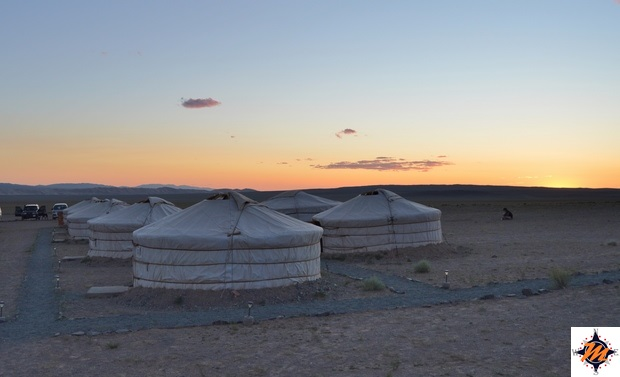 Gobiin Anar Ger Camp al tramonto