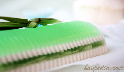 Coconut Pudding With Pandan Leaves