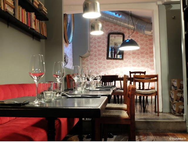 décoration vintage brocante resto L'Aller Retour Paris republique marais papier peint rose