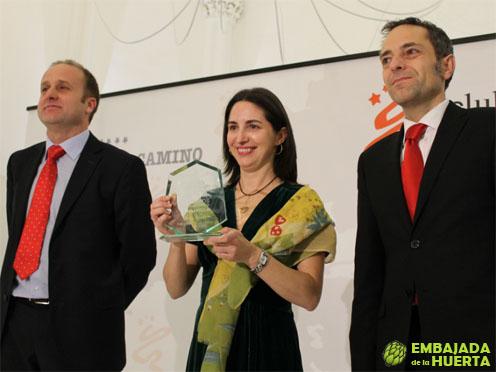 Elena Arzak con Iñigo Ojinaga del hotel Puerta del Camino, y Juan Luis Sanchez de Muniain. II edición de los Premios La Capilla. Lo mejor de la Gastronomía Navarra
