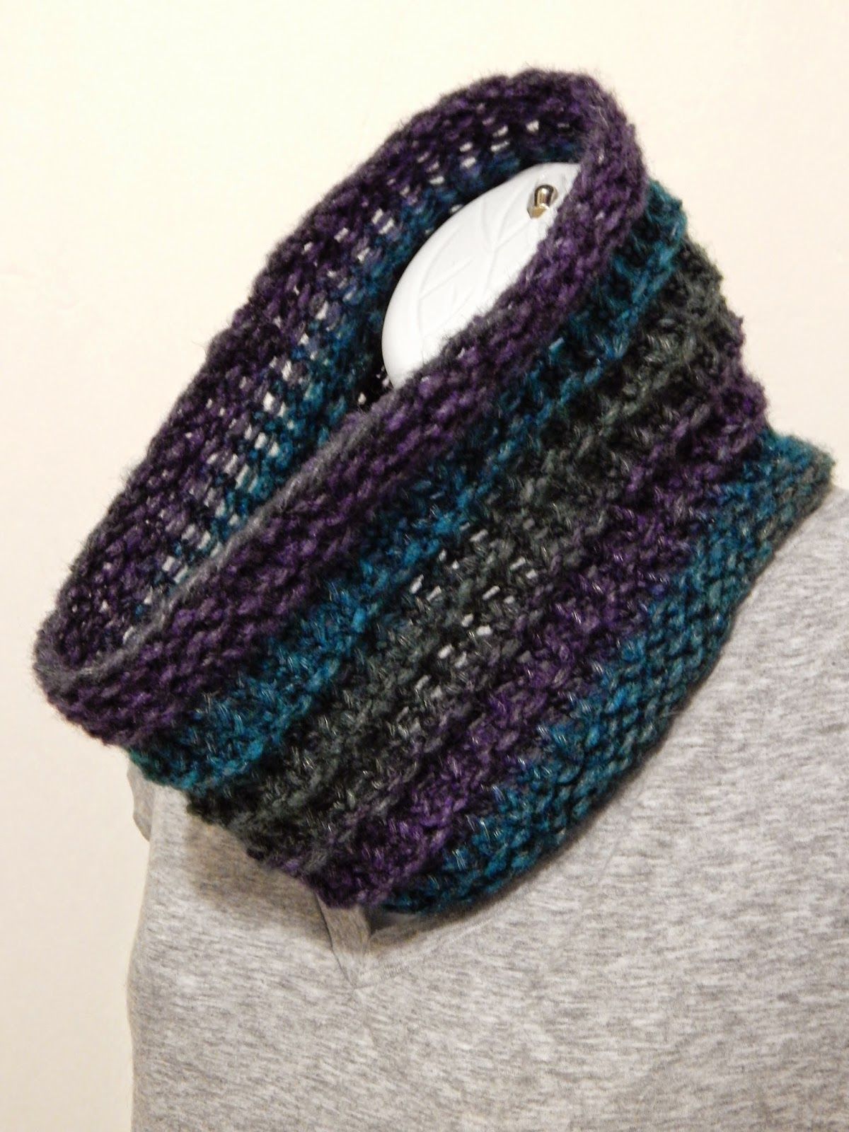 Knit And Purl Stitch On A Loom : Jovial Knits: Loom Knit Cowl: Ridgeway Cowl