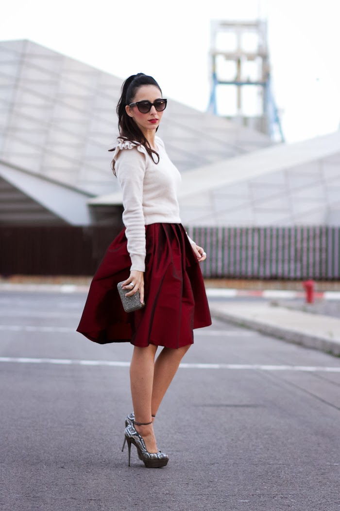 CHRISTMAS OUTFITS IDEAS: RED MIDI SKIRT