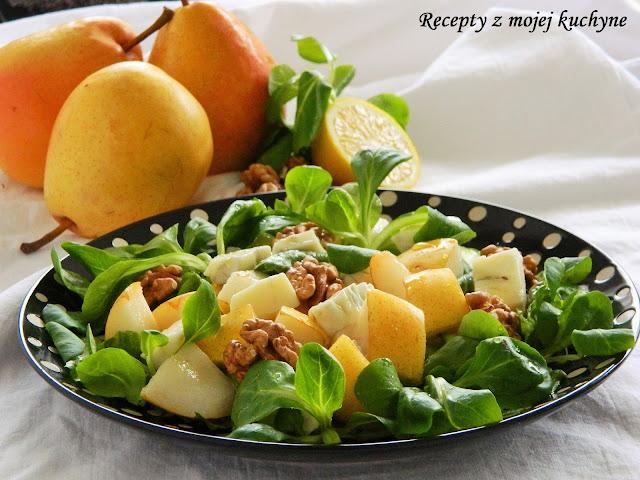 Šalát s hruškami, syrom a orechmi