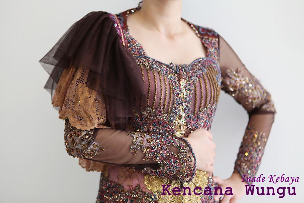 rumbai berwarna pink-emas yang terbuat dari brokat prancis dan ...