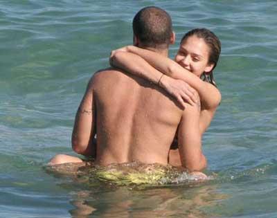 rihanna skinny dipping pics