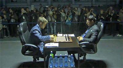 Carlsen ouvre la marque au championnat du monde d'échecs 2014 © Chess & Strategy
