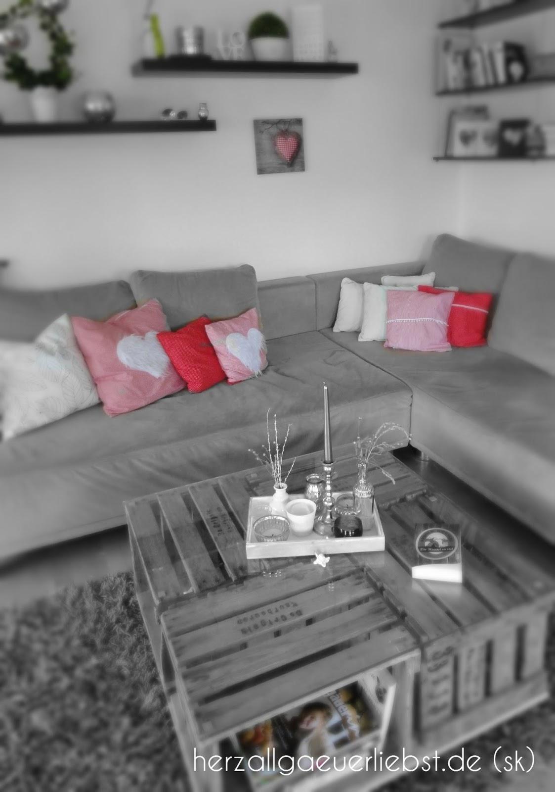 Ich Liebe Die Alpenlndische Gemtlichkeit Und Kissen Auf Dem Sofa Sind Natrlich Selbstgenht Da Herzen Finden Sich Diese Auch
