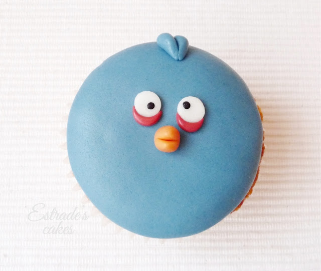 cupcakes de Angry Bird con fondant - azul