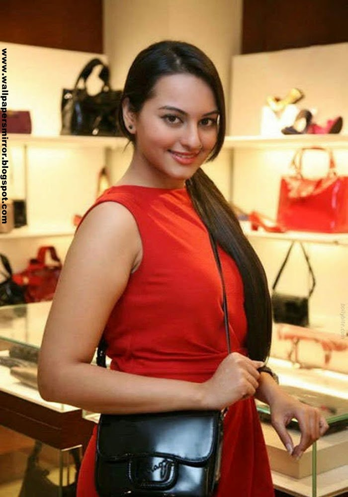 Top 10 Sonakshi Sinha sexy photoshoot
