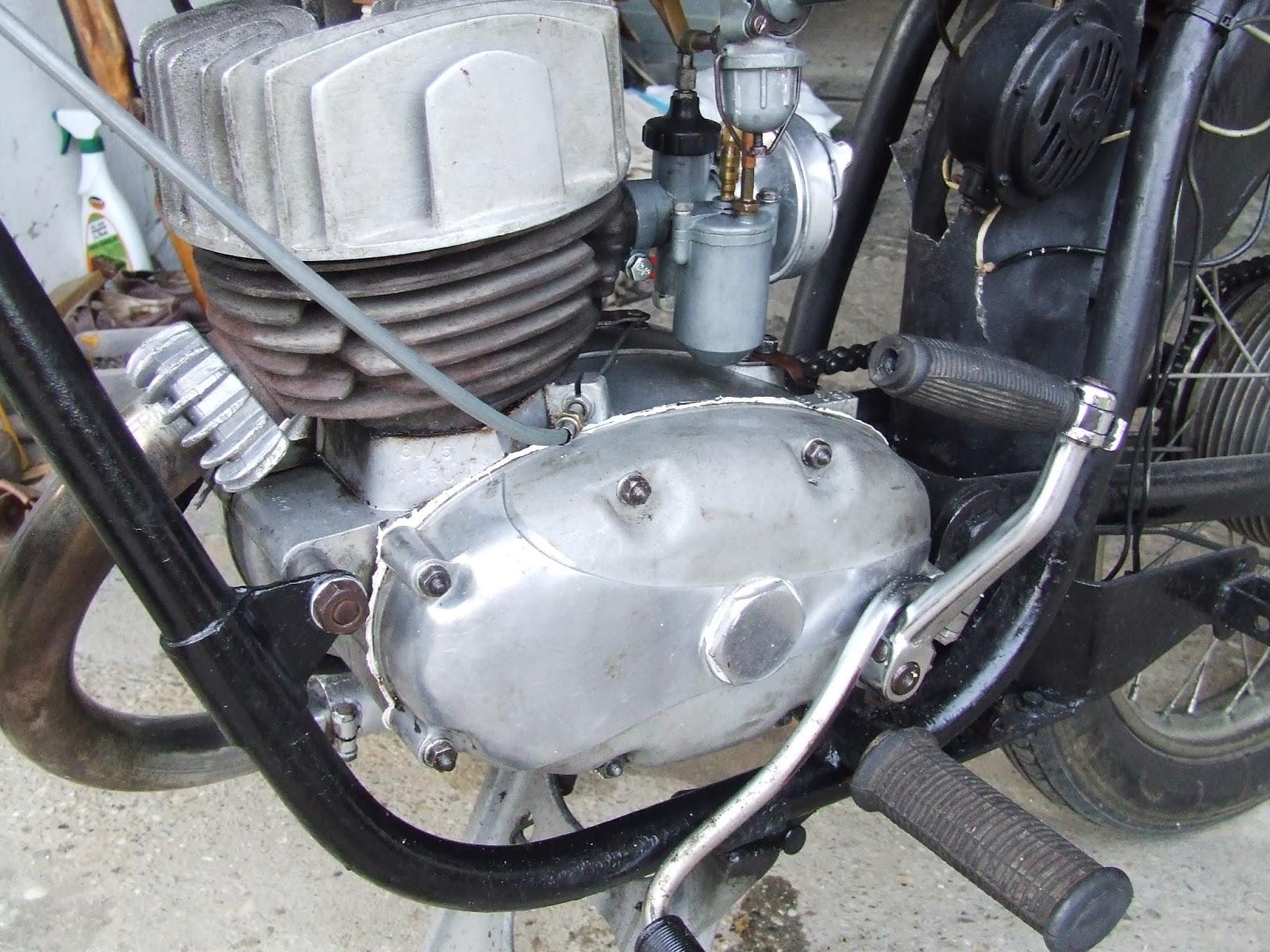 Egy 500 napos motortura 750 - Gy Rbe J Ttem Dolgozni Hoztam Term Szetesen A Motort Is Majd Az Eny M Lett Mert Megkaptam Az Otp T L Az Igazol St Hogy A K Lcs Nre Vett Motor