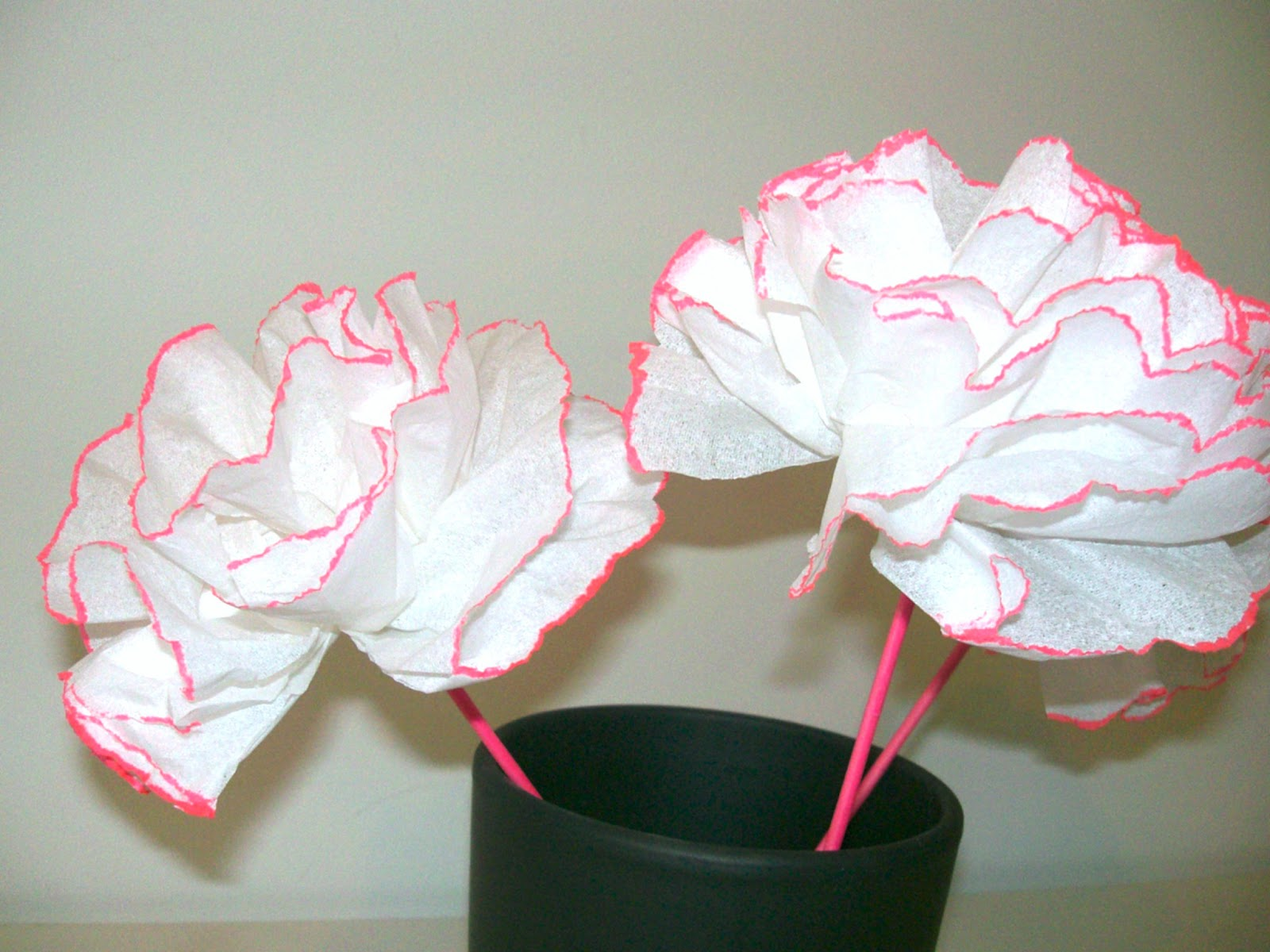 Gabulle in wonderland fleurs pompons rose n on - Faire des roses en papier ...