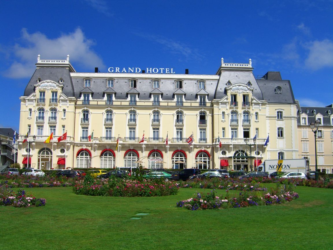 Erika kan berika sommarsemestern le grand ho tel cabourg for Hotels cabourg