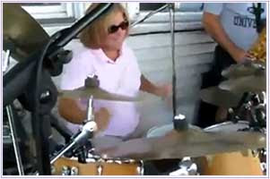 lady drummer