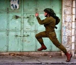 KOMANDO ISRAEL LARI LINTANG PUKANG DIKEJAR TENTERA HAMAS