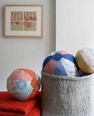 http://www.purlsoho.com/create/2008/08/17/fabric-beach-balls/