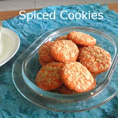 Spiced Cookies  Recipe @ http://treatntrick.blogspot.com