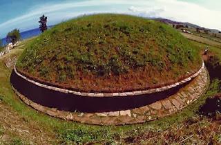 этрусские тумулусы вблизи древнего города Черветери в Италии