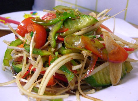 Spicy and tangy capsicum and cucumber salad